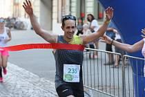 Vytrvalec Jan Sedláček z Holešova (číslo 235) si při své premiéře podmanil půlmaraton v Uherském Hradišti.