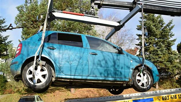 Odtahy vozidel jevící znaky autovraku zahájili v polovině listopadu také v Uherském Brodě.