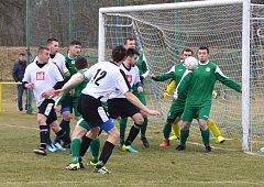 Fotbalisté Uherského Ostrohu v 15. kole remizovali na hřišti Kněžpole 1:1  a okresní přebor Uherskohradišťska vedou o devět bodů.