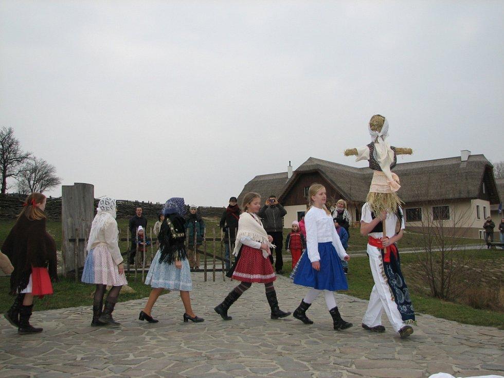 Děti ze Stodolánku vynášely Moranu.