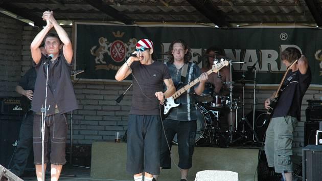 Energická hudba kapely Discordant roztančila návštěvníky festivalu.