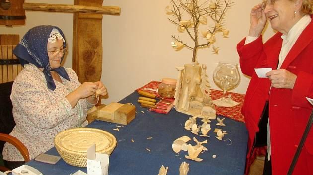 Ukázka výroby uměleckých předmětů.