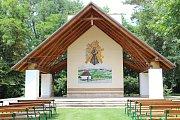 Venkovní oltář.
