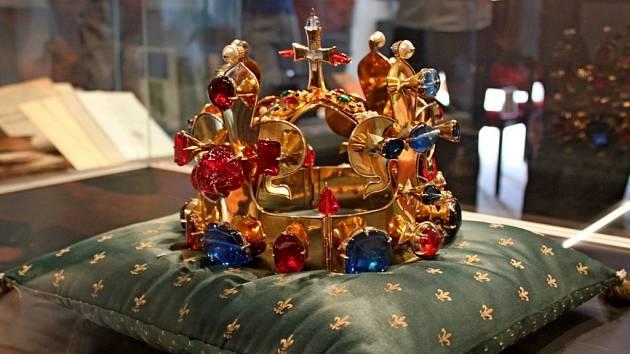 KORUNA. Poprvé v historii Velehradu byla v poutní obci vystavena replika Svatováclavské koruny.