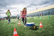 Kluci a holky si mohli ve Sportparku Rybníček zkusit víc než 20 sportů.