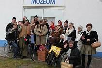 Účastníci svařákového výšlapu zapózovali Slováckému deníku.