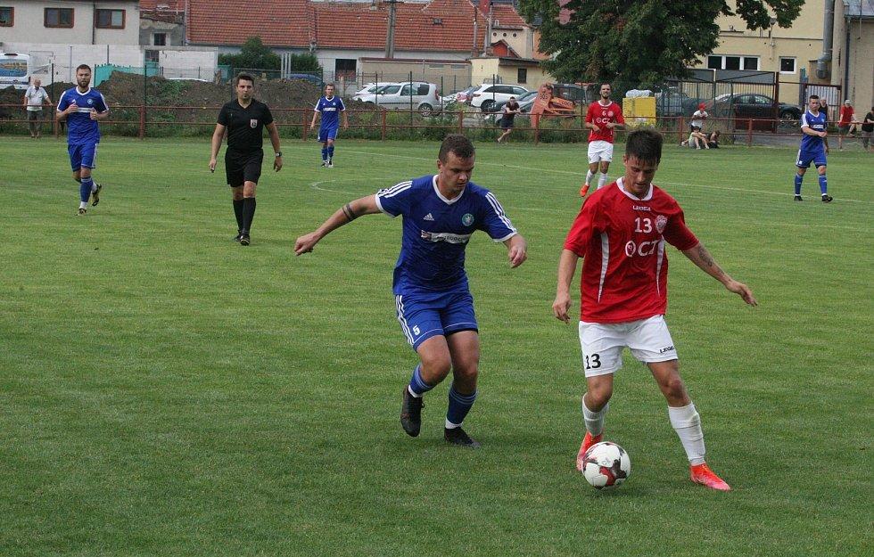 Fotbalisté Uherského Brodu (červené dresy) v přípravném utkání na novou sezonu zdolali divizní Všechovice 1:0.
