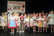 """Hlasy talentovaných dětí od těch nejmenších až do deseti let rozezněly kulturní dům ve Velké nad Veličkou. V neděli 17. června se na tamním pódiu uskutečnila přehlídka nejlepších regionálních zpěváčků. Ti usilovali o prvenství v oblastním kole soutěže """"Zp"""