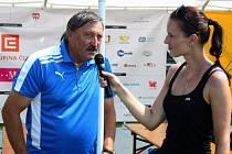 Antonín Panenka odpovídal na všetečné otázky moderátorky Vandy Rajnochové