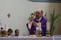 Oslava 60 let kněžství Josefa Stojaspala.