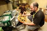 Na snímku Richard Kováčik při práci ve skladu filmů.