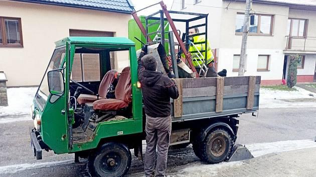 Sběr železného šrotu a starých elektrospotřebičů v Kudlovicích zorganizovali místní hasiči.
