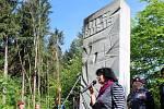 Památník povražděným Salašanům z roku 1985.