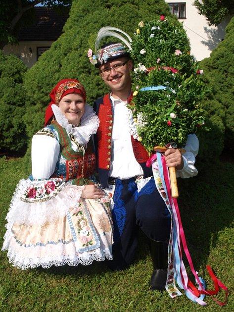 Soutěžní pár číslo 14 - Ivana Milošová a Vladimír Štěpánek, Horní Němčí, mladší stárci na hodech 29.-30.června.