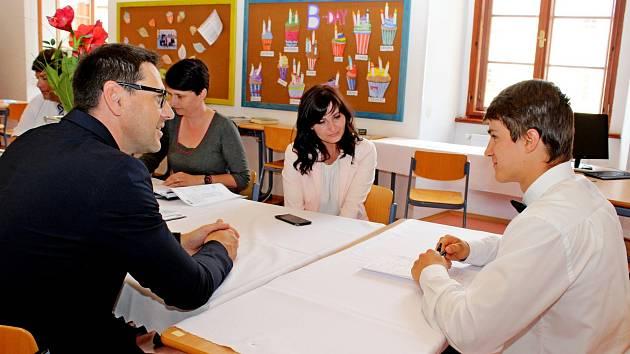 MATURITA. Vmyslích studentů Stojanova gymnázia zkouška zdospělosti asi hned tak nevybledne.