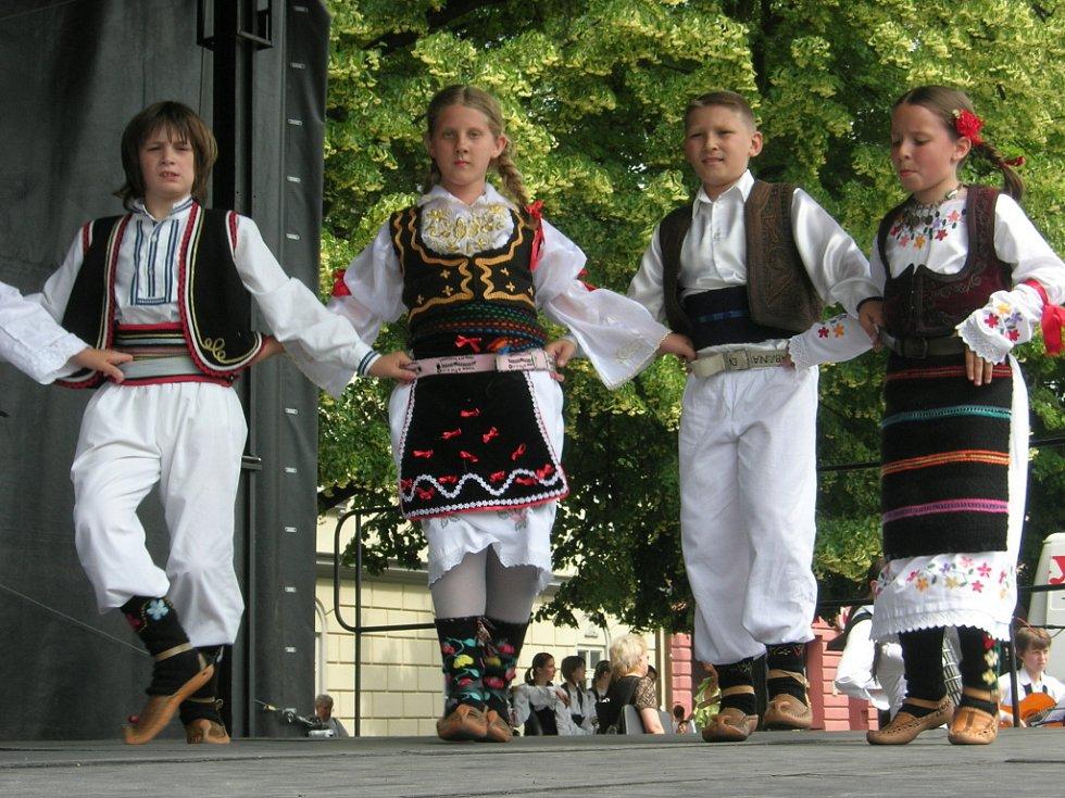 Účastníci folklorního festivalu Kunovské léto.
