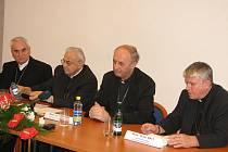 Tisková konference. Zleva Cikrle, Vlk, Graubner a Malý.