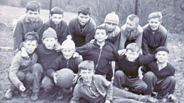 Mladí fotbalisté z Lipova v roce 1964.