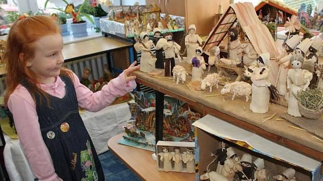 Děti obdivovaly figurky z kukuřičného šustí.