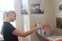 Jedna z miniknihovniček je také v Uherském Brodě na vlakovém nádraží uvnitř haly.