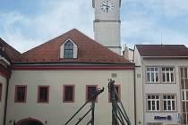 V historické budově Staré Radnice funguje vinotéka i kavárna v přízemí, v prvním patře pak před několika týdny obnovila provoz restaurace.