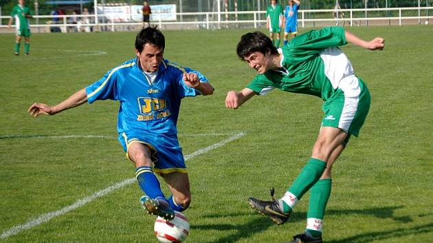V zajímavém derby porazili fotbalisté Starého Města Huštěnovice 2:0 a upevnili si tak postavení ve středu tabulky okresní soutěže. Hosté naopak ztratili důležité body pro boj o postup