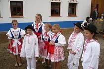 V Ostrožské Nové Vsi otevřeli dvojici opravených venkovských stavení se společným dvorkem.