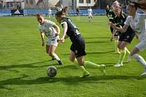 Fotbalistky Slovácka (v bílých dresech) zakončily základní část první ligy žen výhrou nad Libercem.