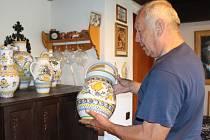 Některé repliky tupeské keramiky jsou vlastně originály vzniklé podle námětů velehradského sběratele.