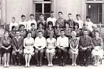 Ukončení povinné školní docházky v Tupesích ve školním roce 1963–1964.