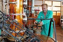 U KOTLŮ. Pálenice v Kunovicích začala jako první na Slovácku přeměňovat kvasy v destilát.
