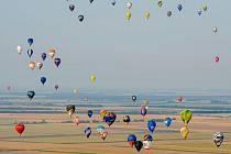 Po nebi budou plout nejenom soutěžní balony, ale také obři netradičních tvarů.