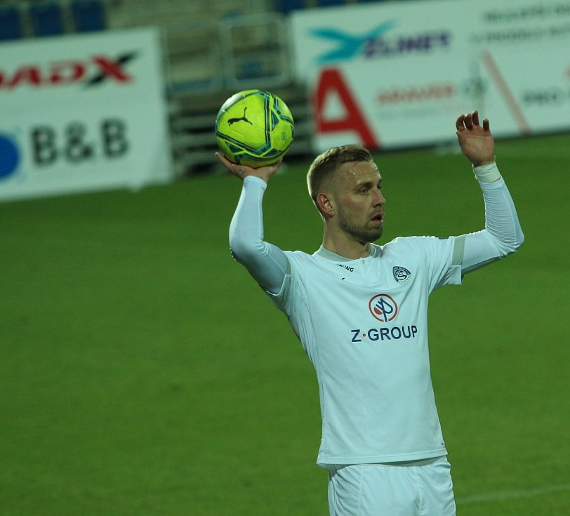 Fotbalisté Slovácka (v bílých dresech) v 11. kole FORTUNA:LIGY proti pražské Spartě