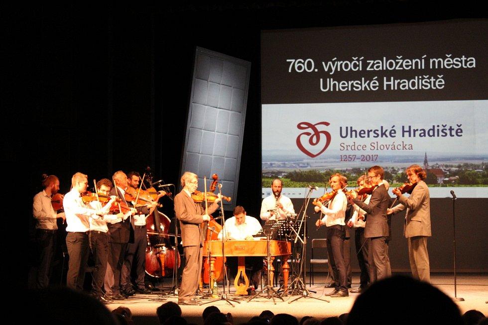 Při oslavě 760 let existence města Uherské Hradiště ocenili entomologa Alberta Gottwalda a muzikanta Františka Ilíka