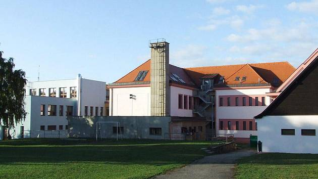 V minulých dnech kompletně dokončená druhá etapa rekonstrukce Základní školy v Buchlovicích zajistí 196 žákům, kantorům i kuchařkám ve školní jídelně větší komfort.