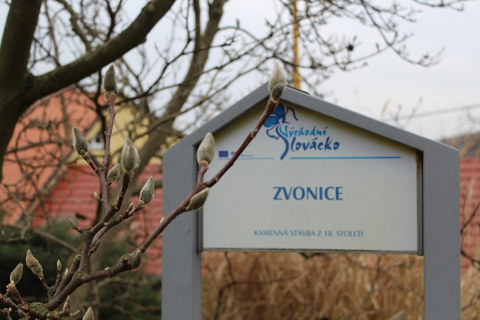 Bystřice pod Lopeníkem, obec na úpatí Bílých Karpat.Zvonice.