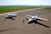 50. výročí prvního vzletu letadla L 410 na letišti v Kunovicích.Na snímku L 410 NG vpravo