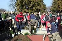 Padesát členů Sboru dobrovolných hasičů a Klubu českých turistů Tupesy a jejich příznivců se vydalo v sobotu 26. února ráno na sedmnáctý ročník Zimního putování po blízkých Chřibech aneb Memoriál Pavla Vávry.