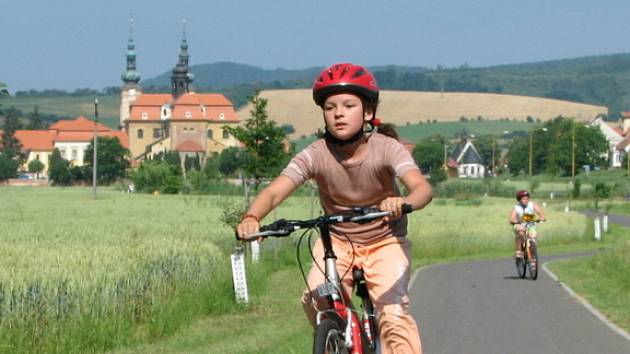Ve velehradském triatlonu s nasazením soutěžily i dívky.
