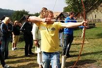 Nejeden kluk či holka drželi zbraň starých Slovanů v ruce poprvé.