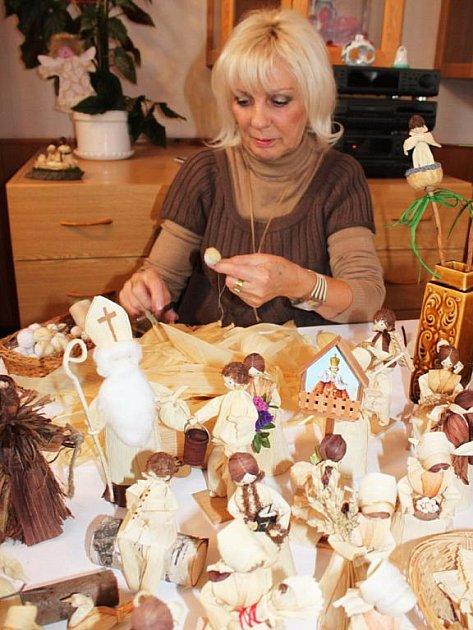 Tvůrkyní šusťáků je Františka Snopková z Uherského Hradiště
