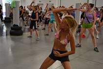 V Popovicích cvičilo osm desítek žen.