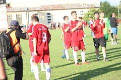 Fotbalisté Uherského Brodu (v červeném). Ilustrační foto
