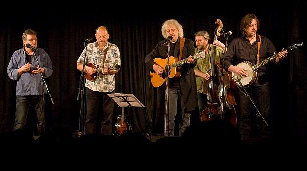 Region – Výjimečný koncert se uskuteční tuto sobotu 17. prosince od 19. hodin v Ořechově. Na tamním zámku italského majitele Alessandra Alagii bude hrát uznávaný tuzemský bluegrassový zpěvák a kytarista Robert Křesťan s kapelou Trapeři.