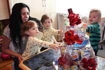 Dárek k narozeninám zaslala trojčatům do Strání také společnost Hamé.