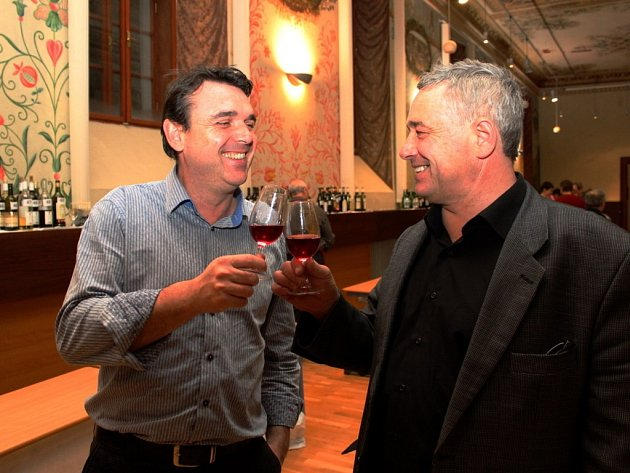 Na mezinárodní výstavě Cisterciácká pečeť se sešly tři stovky znalců i příležitostných ochutnávačů degustátory hodnocených mešních a košer vín.
