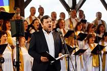 První mimořádný koncert projektu Musica cordis/hudbou k srdci  se konal v neděli 2. června ve skalním sanktuáriu hory Butkov. Tam se představili Hradišťan s Jiřím Pavlicou a sólistkou Alicí Holubovou i sólistou opery Slovenského národního divadla Gustávem