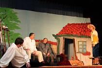 Divadelní spolek J.K.Tyla z Buchlovic rozpumpoval hrou Darmošlapky krev v žilách diváků.