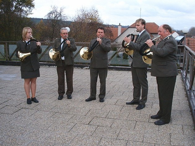 Nezbytnou součástí takové akce jsou trubači – má to svoje kouzlo, když místo klasických varhan plyne v kostele důstojná hudba trubačů.
