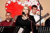 Lidská pouta. Matkám a rodinám v tíživé životní situaci byl věnován charitativní hudební večer, v němž zpívala Buchlovská schola a mužský sbor z Kněžpole.